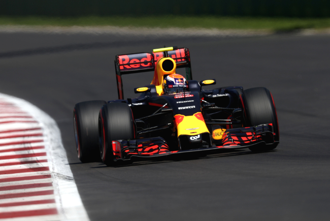 MEXICO CITY, MEXICO - OCTOBER 29:  Max Verstappen of the Netherlands driving the (33) Red Bull Racing Red Bull-TAG Heuer RB12 TAG Heuer on track during qualifying for the Formula One Grand Prix of Mexico at Autodromo Hermanos Rodriguez on October 29, 2016 in Mexico City, Mexico.  (Photo by Lars Baron/Getty Images)