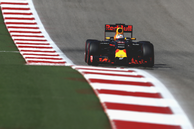 AUSTIN, TX - OCTOBER 22: Daniel Ricciardo of Australia driving the (3) Red Bull Racing Red Bull-TAG Heuer RB12 TAG Heuer on track during qualifying for the United States Formula One Grand Prix at Circuit of The Americas on October 22, 2016 in Austin, United States.  (Photo by Lars Baron/Getty Images)