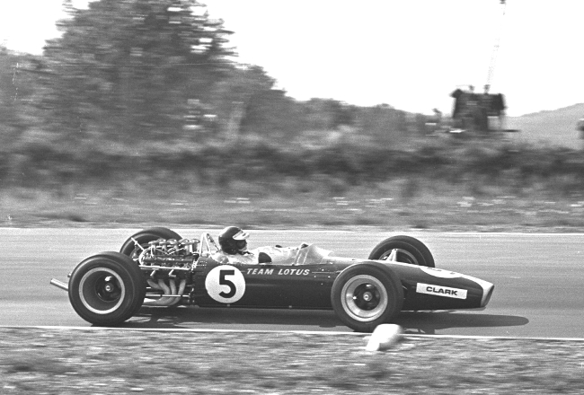 cosworth-dfv-makes-its-debut-in-jim-clarks-lotus-49-at-the-1967-dutch-gp-b