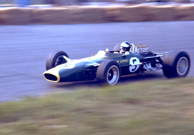 cosworth-dfv-makes-its-debut-in-jim-clarks-lotus-at-the-1967-dutch-gp-b